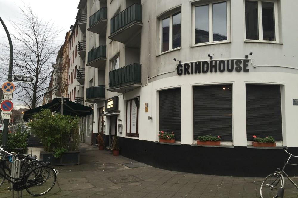 Grindhouse Düsseldorf grindhouse-GrindhouseDuesseldorf01-Grindhouse Burger in Düsseldorf im BBQPit-Burgerbuden-Test