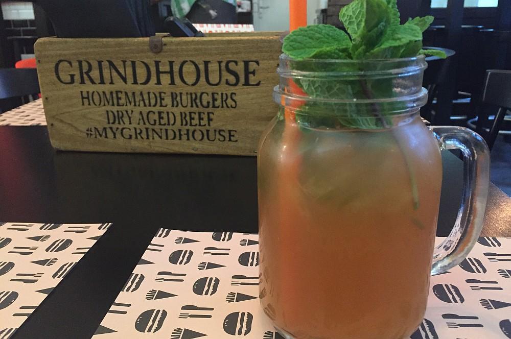 Hausgemachte Limonade grindhouse-GrindhouseDuesseldorf02-Grindhouse Burger in Düsseldorf im BBQPit-Burgerbuden-Test