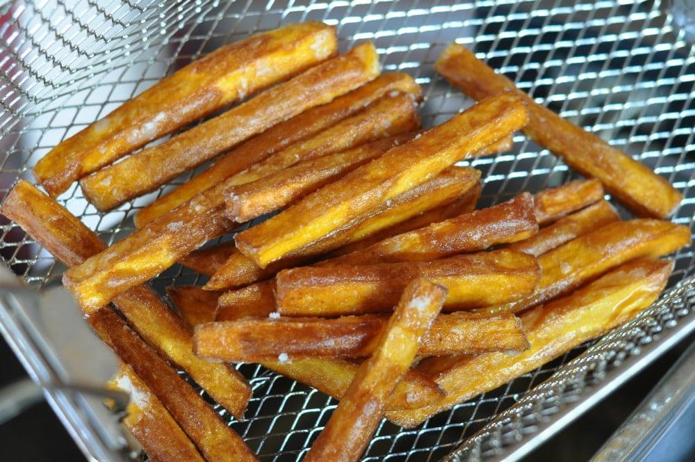 Knusprige Süßkartoffel-Pommes knusprige süßkartoffel-pommes-KnusprigeSuesskartofelpommes08-Süßkartoffel pommes (knusprig) selber machen im Ofen