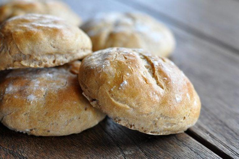 Rustikale Roggen Burger Buns – weiche Roggenbrötchen