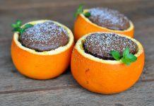 Schokoladenkuchen aus der Orangenschale