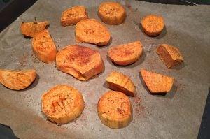 Süßkartoffel Burger Buns süßkartoffel burger buns-SuesskartoffelBurgerbroetchenBuns02 300x199-Süßkartoffel Burger Buns – die etwas anderen Hamburgerbrötchen