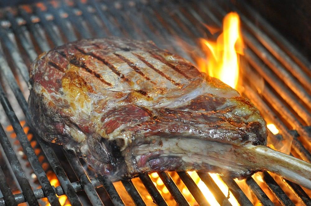Tomahawk Steak tomahawk steak-TomahawkSteak05-Tomahawk Steak vom Grill – das Männersteak