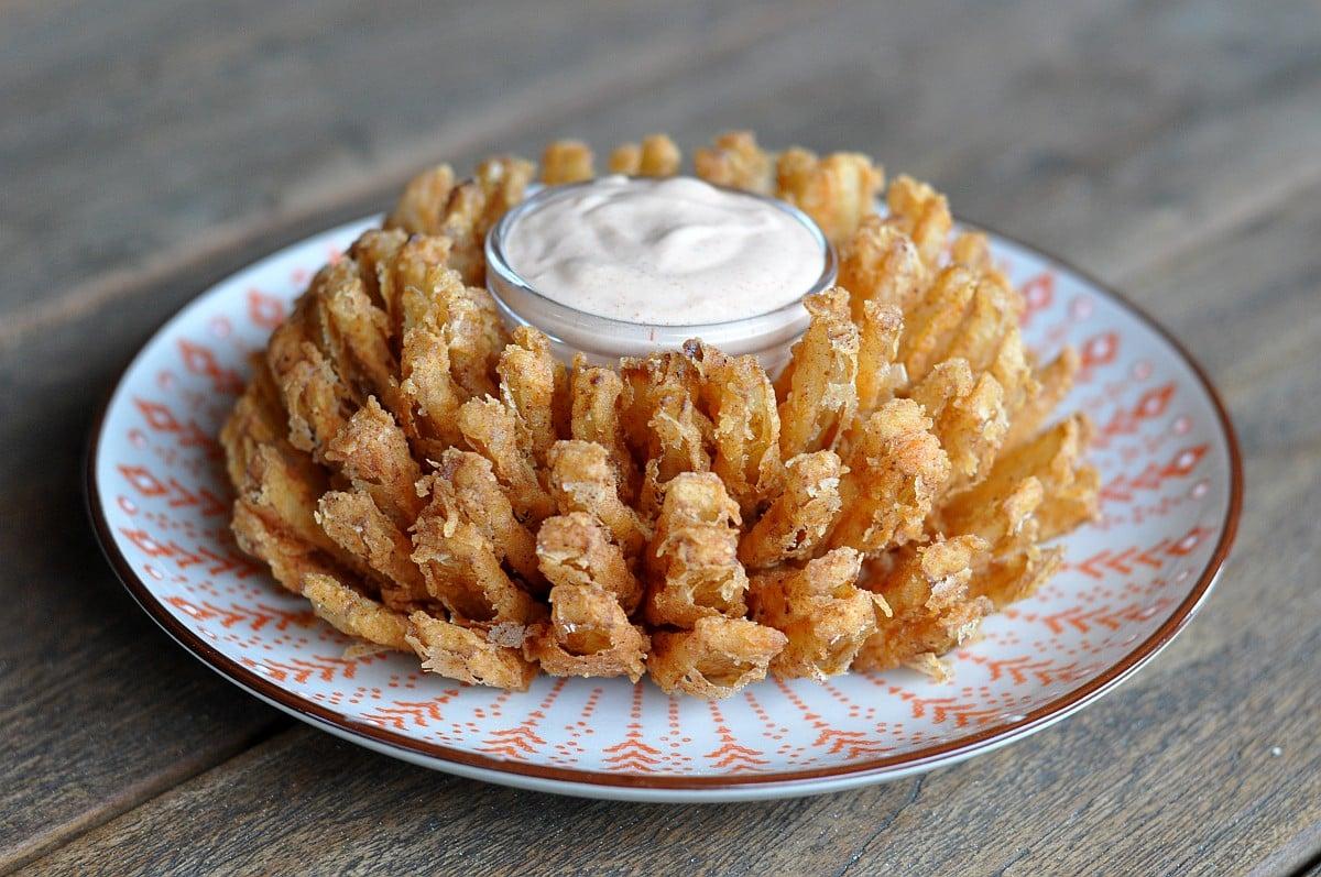 Blooming Onion Frittierte Zwiebelblute Bbqpit De