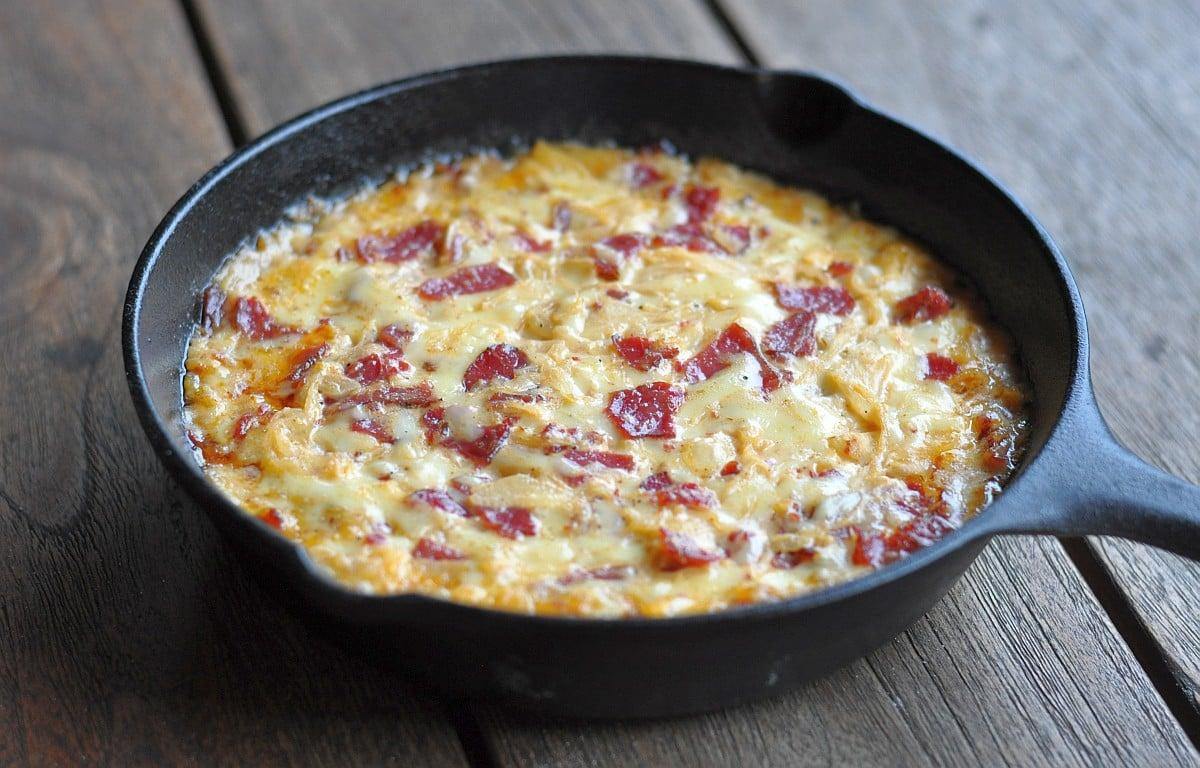 Käse-Dip Pastrami reuben-dip-ReubenDipPastrami-Reuben-Dip mit Pastrami, Sauerkraut und Käse