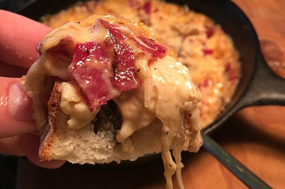 Reuben-Dip reuben-dip-ReubenDipPastrami07-Reuben-Dip mit Pastrami, Sauerkraut und Käse