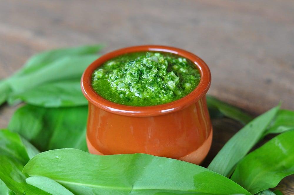 Baerlauch-Pesto bärlauch-pesto-Baerlauch Pesto04-Bärlauch-Pesto mit Pinienkernen und Parmesan