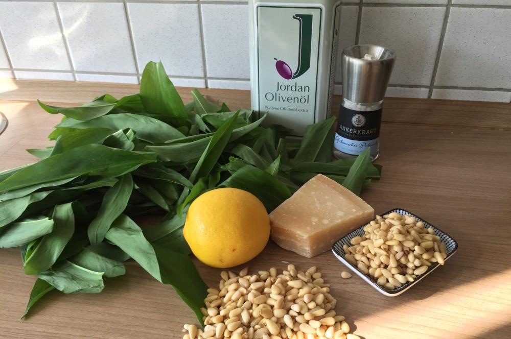 Bärlauch-Pesto bärlauch-pesto-BaerlauchPesto01-Bärlauch-Pesto mit Pinienkernen und Parmesan bärlauch-pesto-BaerlauchPesto01-Bärlauch-Pesto mit Pinienkernen und Parmesan