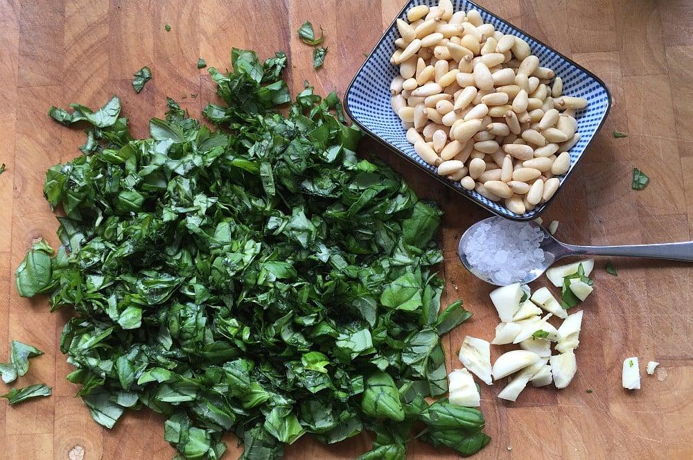 Basilikum-Pesto basilikum-pesto-BasilikumPesto02-Basilikum-Pesto – Pesto alla Genovese selber machen