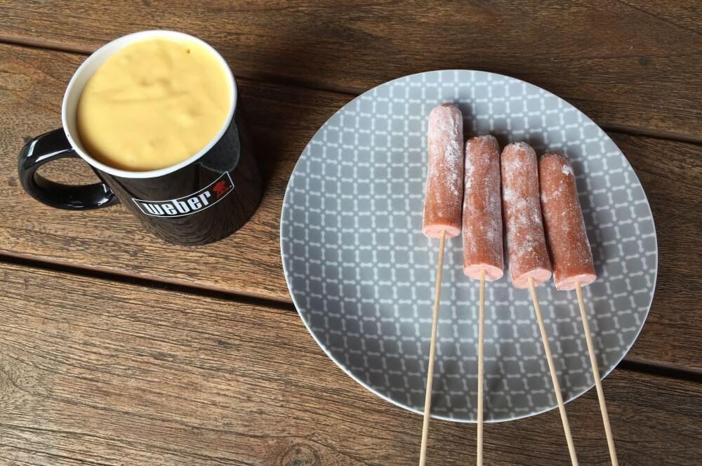 Corn Dogs corn dogs-CornDogs WuerstchenimMaisteigmantel01-Corn Dogs – Würstchen im Maisteigmantel