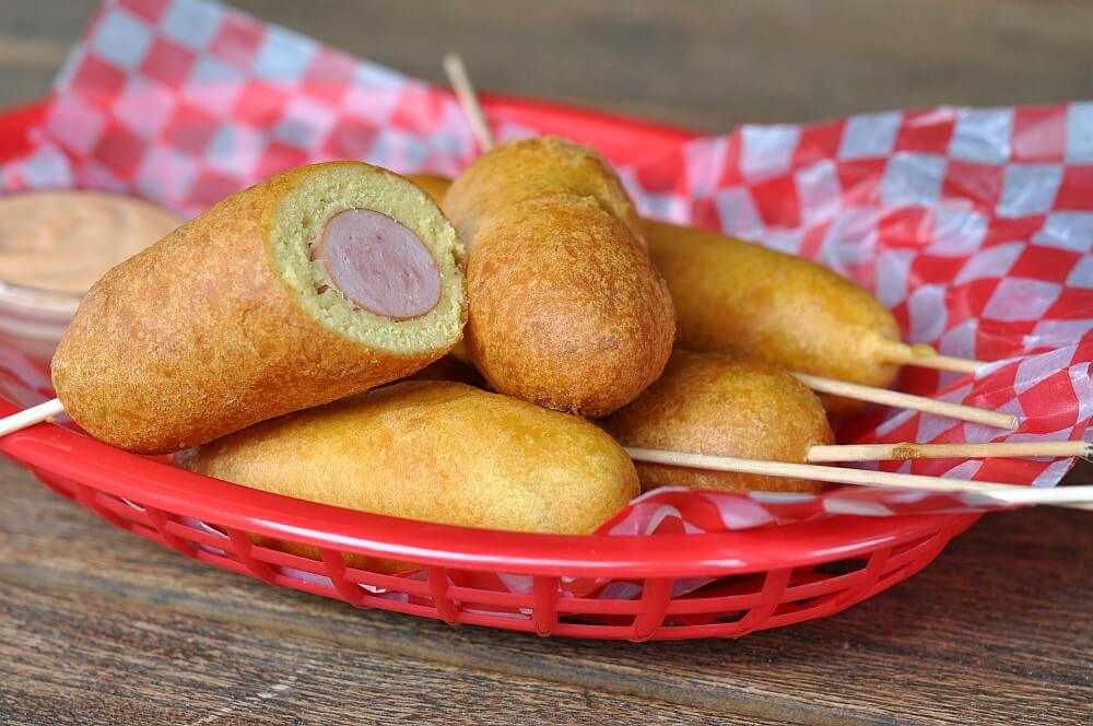 Würstchen am Spieß corn dogs-CornDogs WuerstchenimMaisteigmantel04-Corn Dogs – Würstchen im Maisteigmantel
