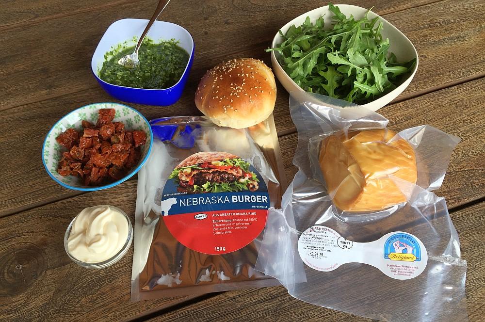 Italian Burger scamorza-burger-ScamorzaBurgermitBasilikumPesto01-Scamorza-Burger mit Basilikum-Pesto