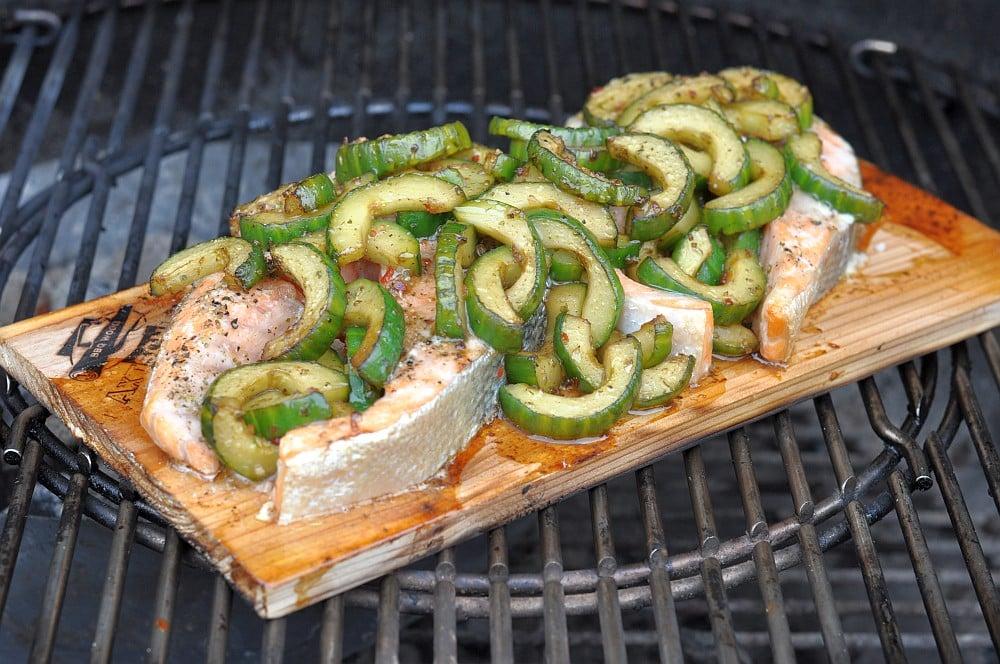 Plankenlachs lachssteak-Lachs Steak mit Gurke Planke 06-Geplanktes Lachssteak mit Gurke