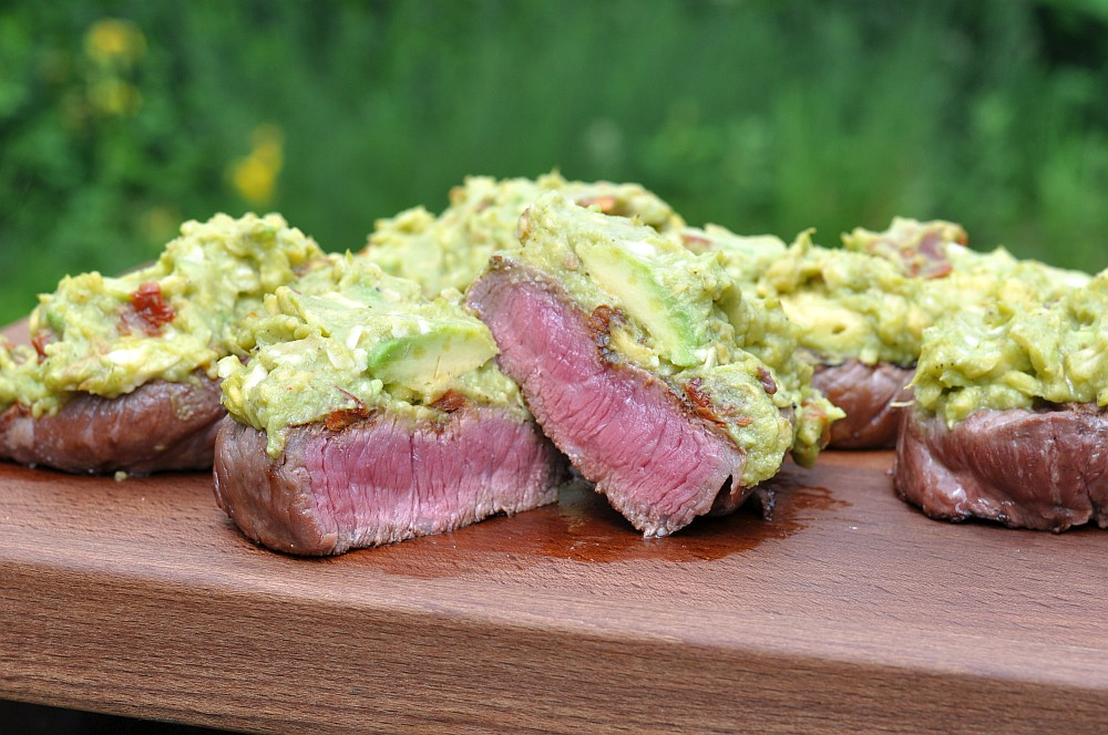 Rinder-Hueftsteaks mit Avocado-Topping rinder-hüftsteaks-Rinder Hueftsteak Avocado Topping 06-Rinder-Hüftsteaks mit Avocado-Topping