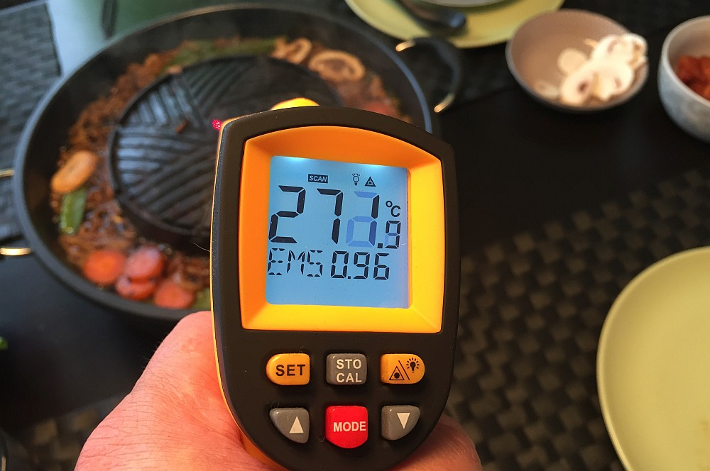 IR-Laser-Thermometer tomyang bbq-Tom Yang BBQ Lifestyle Grill 08-TomYang BBQ – Thai Lifestyle Tischgrill Hot Pot im BBQPit-Test