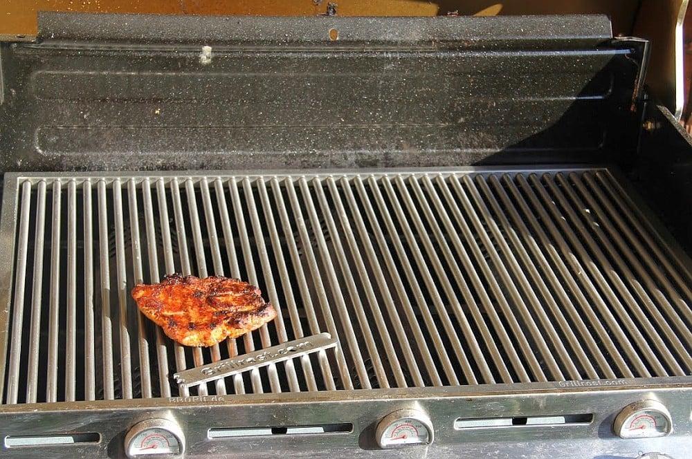Maßgefertigte Edelstahl-Grillroste maßgefertigte edelstahl-grillroste-Massgefertigte Edelstahl Grillroste 01-Maßgefertigte Edelstahl-Grillroste von Grillrost.com