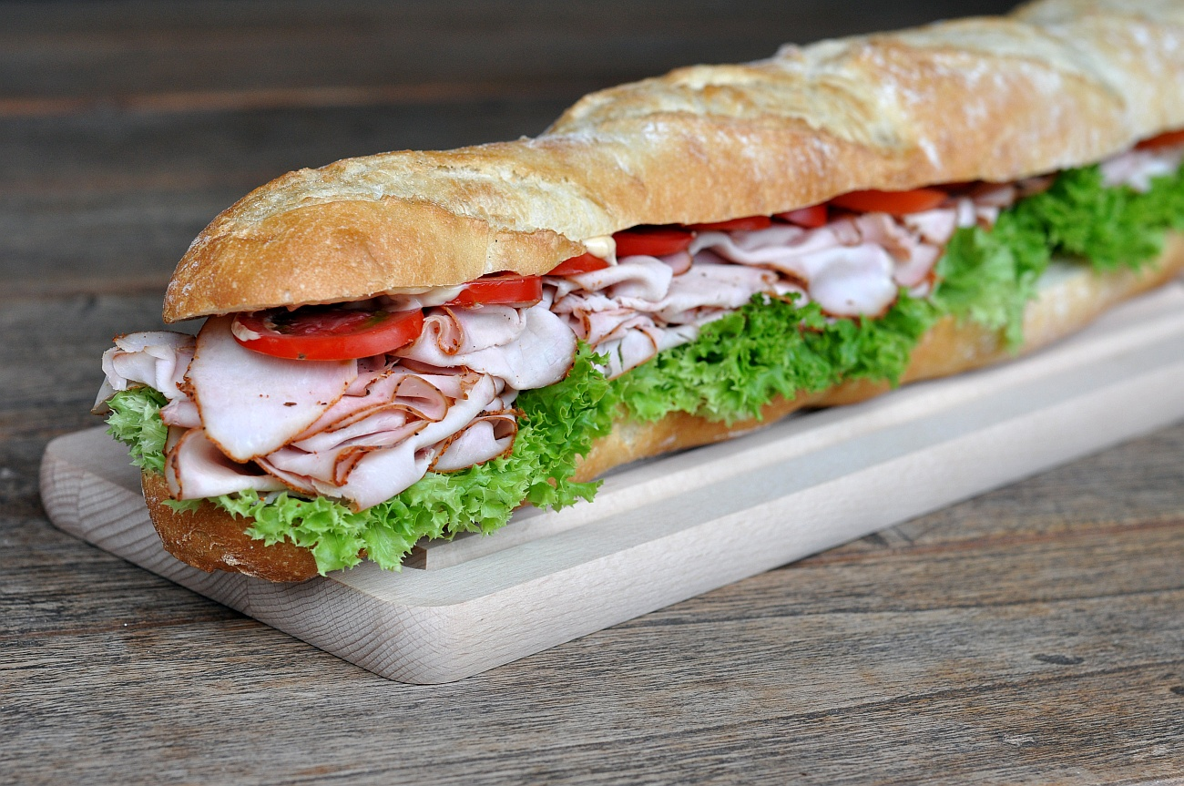 Puten-Pastrami puten-pastrami-sandwich-PutenPastramiBaguette-Puten-Pastrami-Sandwich – Baguette mit geräucherter Putenbrust