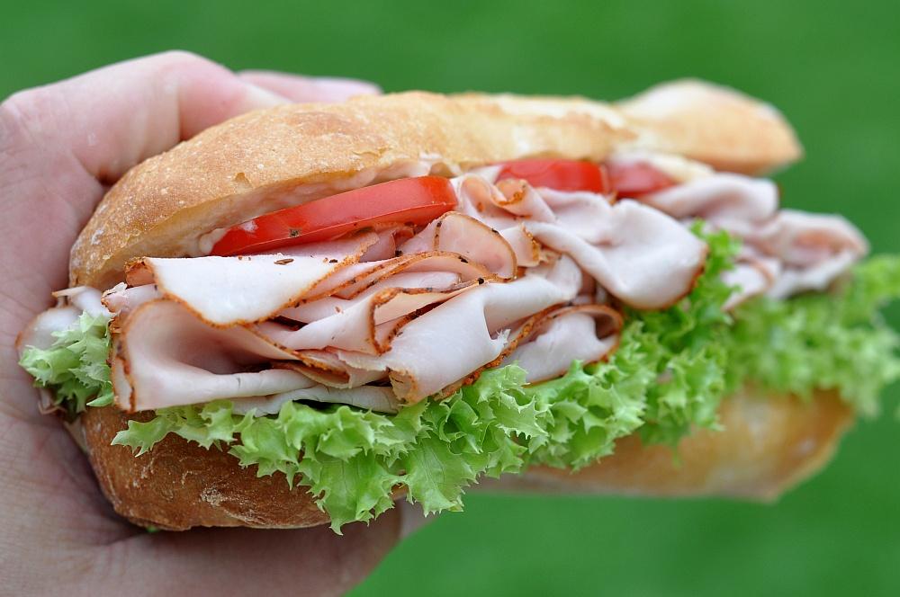Puten-Pastrami-Sandwich puten-pastrami-sandwich-PutenPastramiBaguette03-Puten-Pastrami-Sandwich – Baguette mit geräucherter Putenbrust