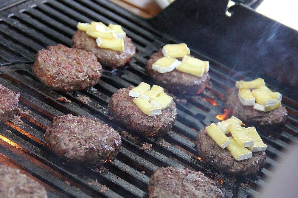 Erdbeer-Burger erdbeer-burger-Erdbeer Burger 06-Erdbeer-Burger mit Erdbeer-Salsa, Brie und Bacon