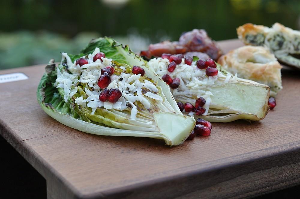Gegrillter Salat gegrillter salat-Gegrillter Salat Romana Salatherzen 06-Gegrillter Salat mit Parmesan und Granatapfel