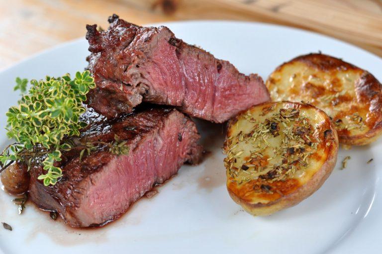 Geräucherte Steaks mit Thymian
