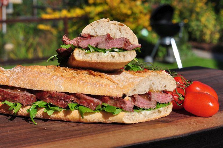 Ibérico-Sandwich mit Apfelchutney und Rucola