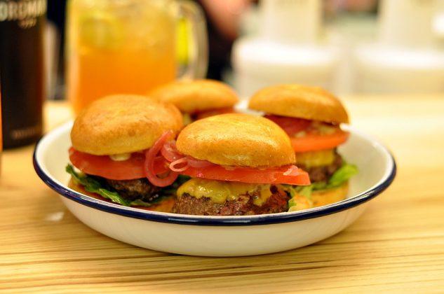 Otto's Burger im Schanzenviertel-Ottos Burger Eroeffnung Schanze 14 633x420-Neueröffnung Otto's Burger im Schanzenviertel / Hamburg