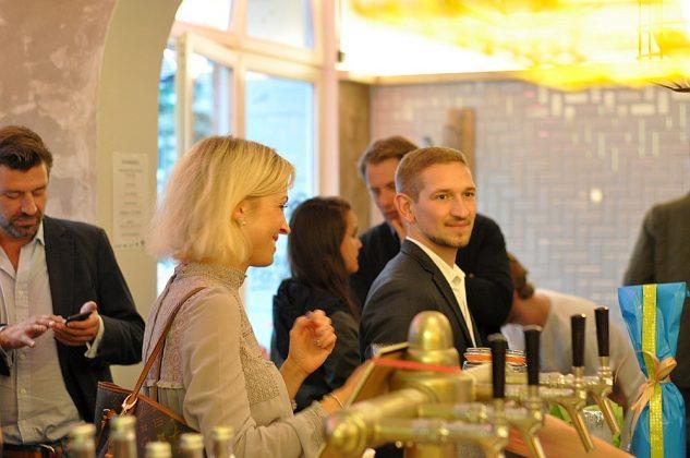Otto's Burger im Schanzenviertel-Ottos Burger Eroeffnung Schanze 15 633x420-Neueröffnung Otto's Burger im Schanzenviertel / Hamburg