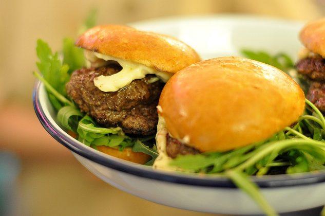 Otto's Burger im Schanzenviertel-Ottos Burger Eroeffnung Schanze 17 633x420-Neueröffnung Otto's Burger im Schanzenviertel / Hamburg