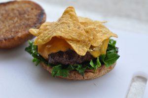 guacamole-cheeseburger-Guacamole Cheeseburger 02 300x199-Guacamole-Cheeseburger mit Nachos