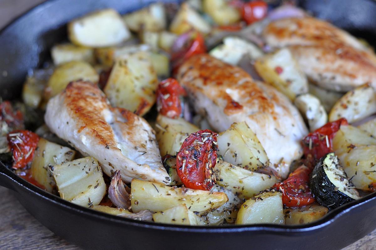 Mediterrane Hähnchenpfanne mediterrane hähnchenpfanne-Mediterrane Haehnchenpfanne-Mediterrane Hähnchenpfanne mit Tomaten und Zucchini