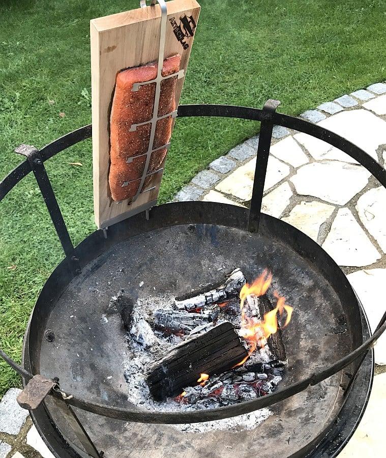 Feuerlachs flammlachs-Flammlachs Kugelgrill Feuerschale Flammlachsbrett Axtschlag 02-Flammlachs vom Axtschlag Flammlachsbrett