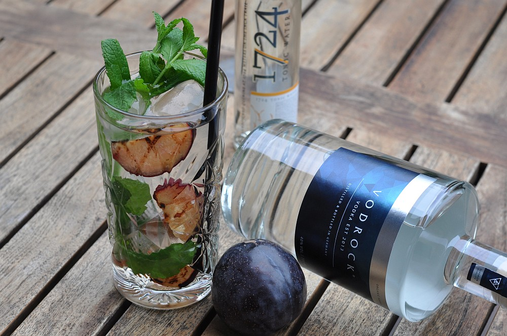 Vodka Tonic vodka tonic-Vodka Tonic Vodrock gegrillte Pflaume Minze 04-Vodka Tonic – Vodrock mit Tonic, gegrillter Pflaume und Minze