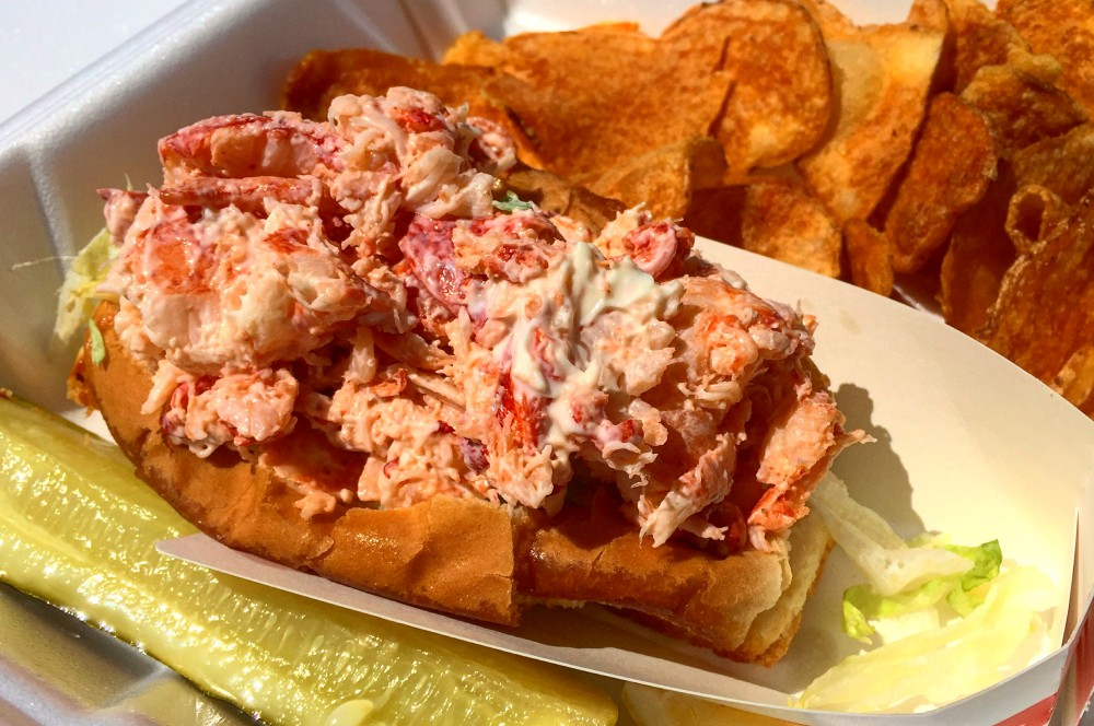 Hummer-Brötchen stonewall kitchen-Stonewall Kitchen York Factory Lobster Roll14-Zu Besuch bei Stonewall Kitchen in York, Maine (USA)