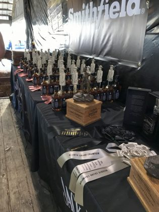 jack daniel's bbq world championship 2016-Jack Daniels BBQ World Championship 2016 BBQ Wiesel 24 315x420-Jack Daniel's BBQ World Championship 2016 mit den BBQ Wieseln