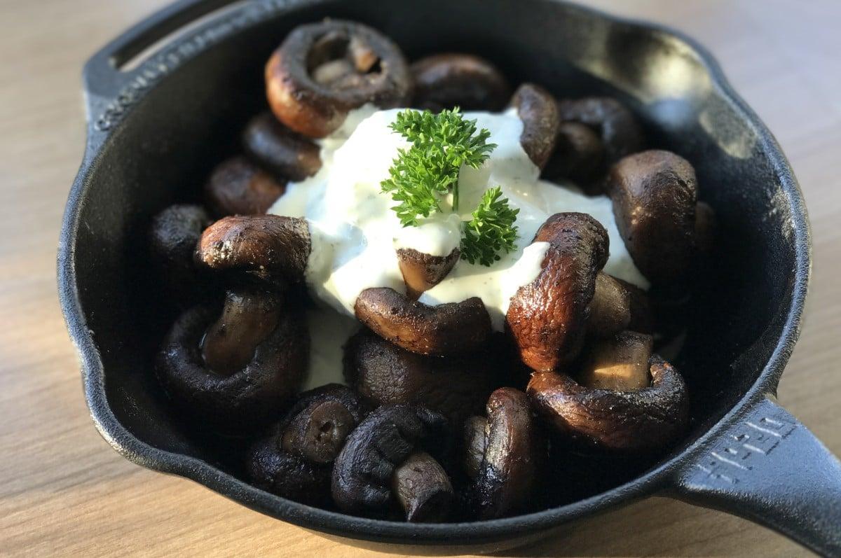 Weihnachtsmarkt-Champignons gebratene champignons-Gebratene Champignons wie vom Weihnachtsmarkt-Gebratene Champignons mit Knoblauch-Dip wie vom Weihnachtsmarkt