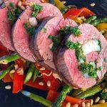 Gefülltes Rinderfilet-Gefuelltes Rinderfilet Garnelen 04 150x150-Gefülltes Rinderfilet mit Garnelen auf Grillgemüse