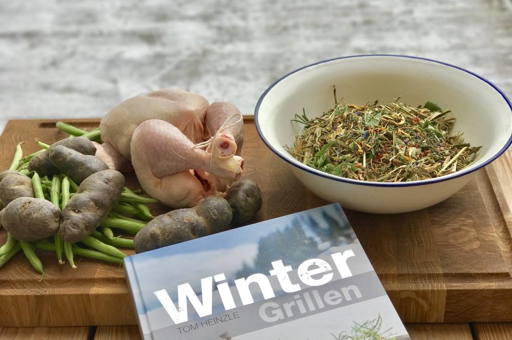 Grillhühnchen grillhähnchen-Grillhaehnchen Kraeuterheu 01-Grillhähnchen mit Kräuterheu-Füllung