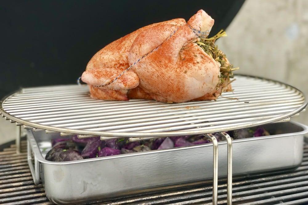 Hähnchen vom Grill grillhähnchen-Grillhaehnchen Kraeuterheu 02-Grillhähnchen mit Kräuterheu-Füllung