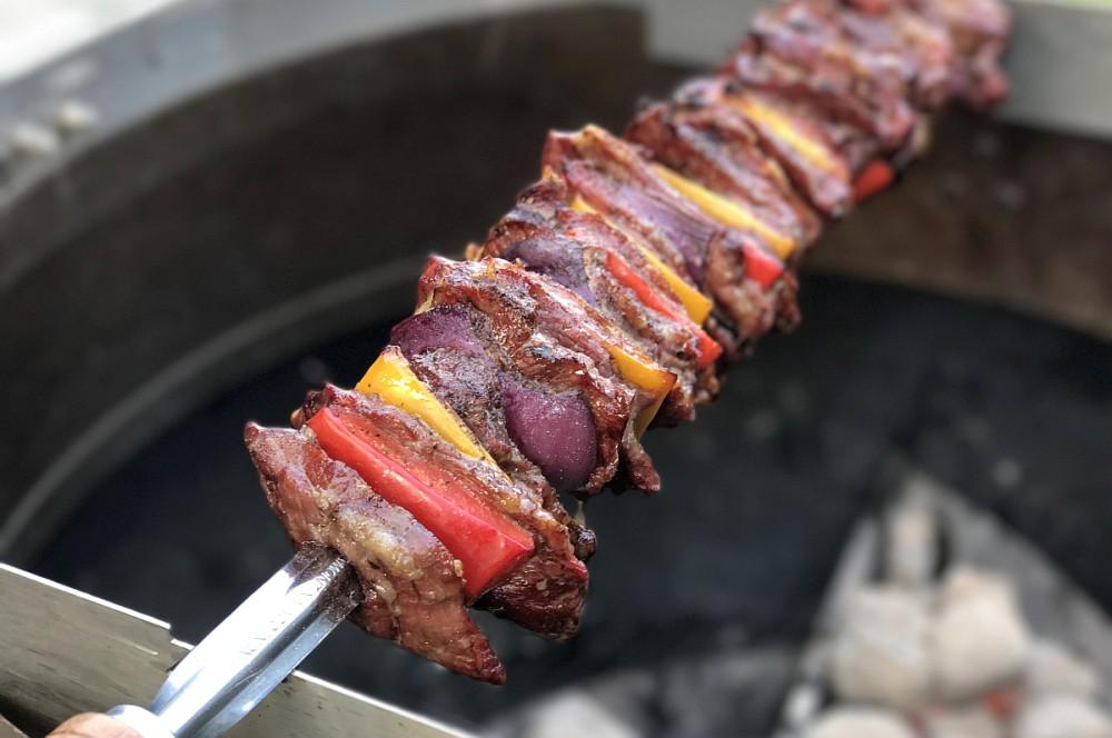 Iberico-Fleischspieß fleischspieß-Iberico Fleischspiess Paprika Zwiebel 05-Iberico Fleischspieß mit Paprika und Zwiebeln