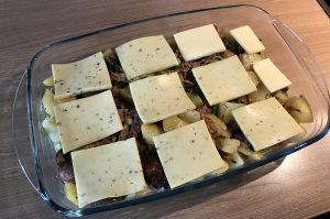 pulled pork auflauf-Pulled Pork Auflauf Kartoffeln Raclette Kaese 02 300x199-Pulled Pork Auflauf mit Kartoffeln und Raclette-Käse