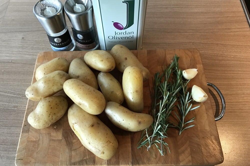 Rosmarin Kartoffeln rosmarinkartoffeln-Rosmarinkartoffeln Gusspfanne 01-Rosmarinkartoffeln aus der Gusspfanne