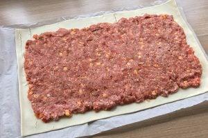 hackfleisch-blätterteig-strudel-Hackfleisch Blaetterteig Strudel 03 300x199-Hackfleisch-Blätterteig-Strudel mit Cheddar und Paprika