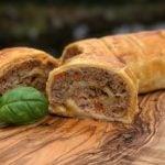 Blätterteigrolle Hackfleisch-Blätterteig-Strudel-Hackfleisch Blaetterteig Strudel 150x150-Hackfleisch-Blätterteig-Strudel mit Cheddar und Paprika