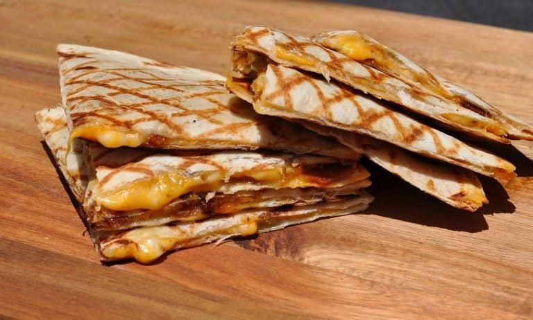 Quesadillas mit Bacon und Frühlingszwiebeln