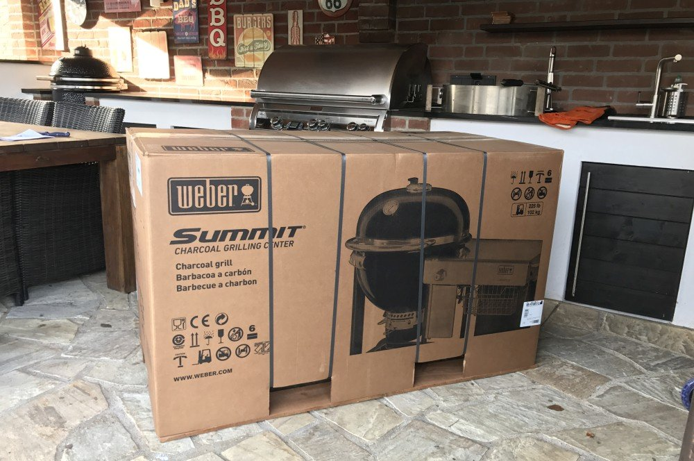 Weber Summit Charcoal Grill Center weber summit charcoal grill center-Weber Summit Charcoal Grill Center 01-Weber Summit Charcoal Grill Center – Unboxing & erste Eindrücke