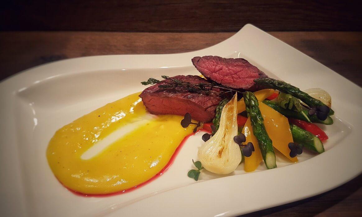 Sierra Cut Chuck Eye Roll sierra cut-Sierra Cut-Sierra Cut Steak mit karamellisiertem Gemüse