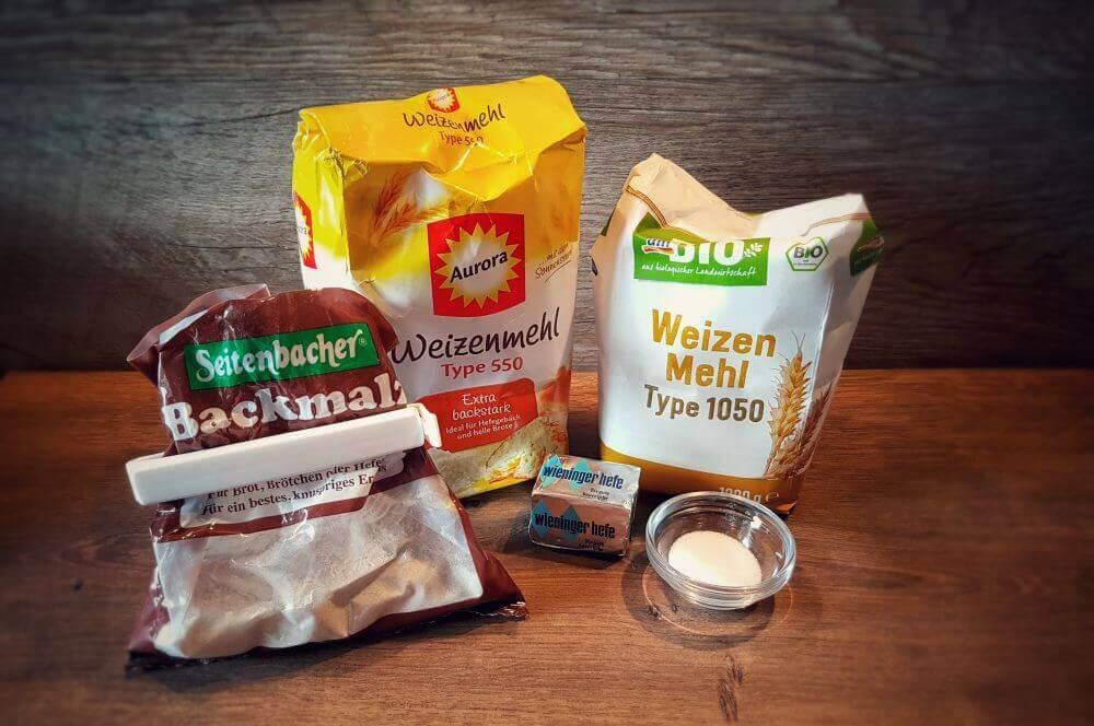 Backzutaten brötchen-Broetchen Baeckerbroetchen Sonntagsbroetchen 01-Brötchen backen – Rezept für Bäckerbrötchen / Sonntagsbrötchen