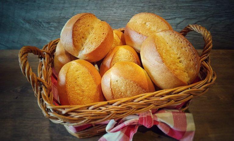 Brötchen backen – Rezept für Bäckerbrötchen / Sonntagsbrötchen