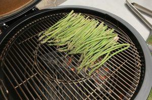 grüner spargel-Gruener Spargel Grill Parmesan 02 300x199-Grüner Spargel vom Grill mit Parmesan
